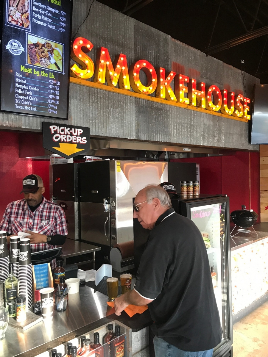 Famous Dave S New Bbq Restaurant Comes To Minneapolis