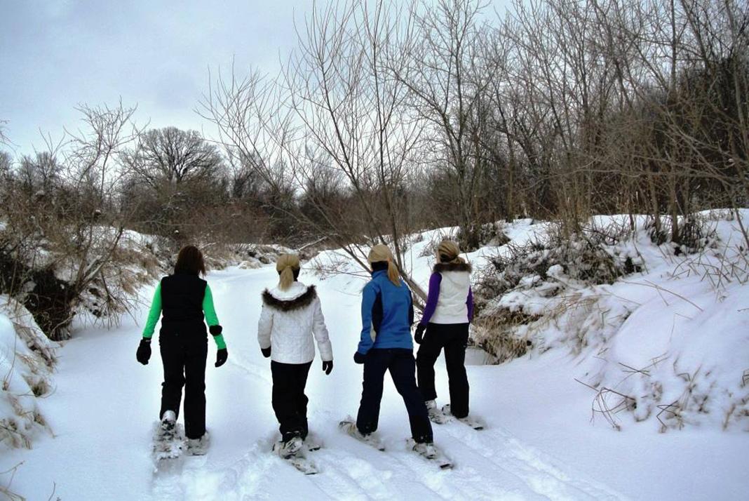 women snowshoeing
