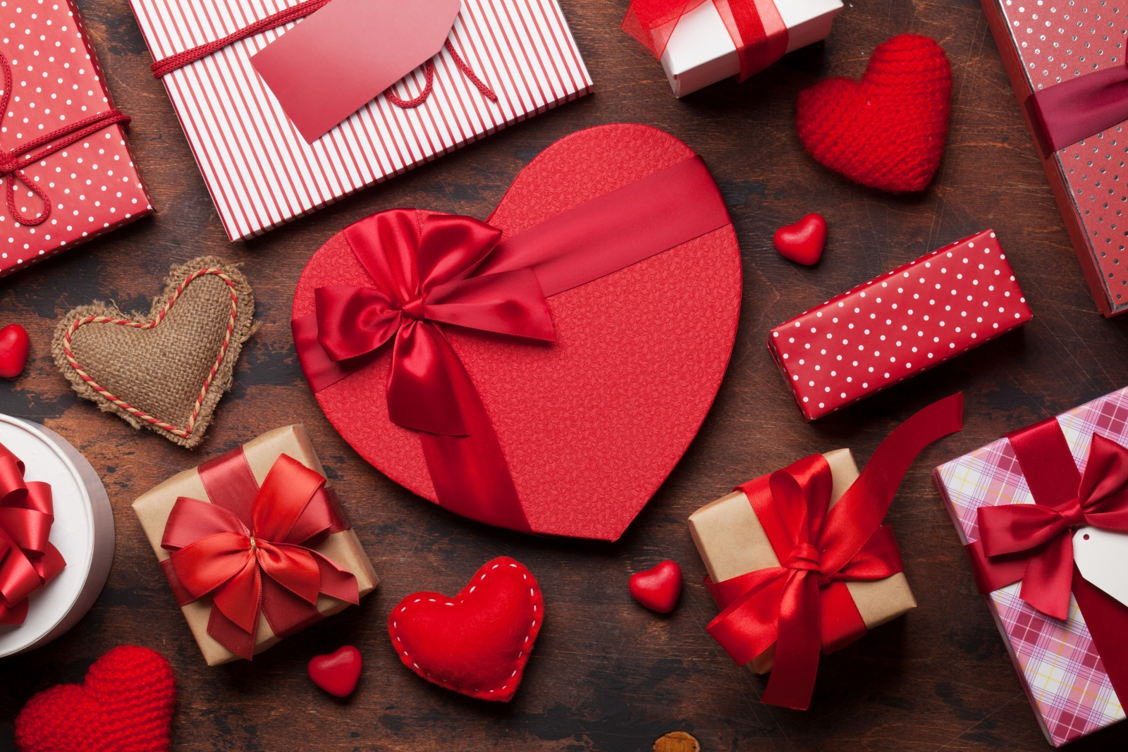 Assorted Valentine's gift boxes. Photo by karandaev/Fotolia.
