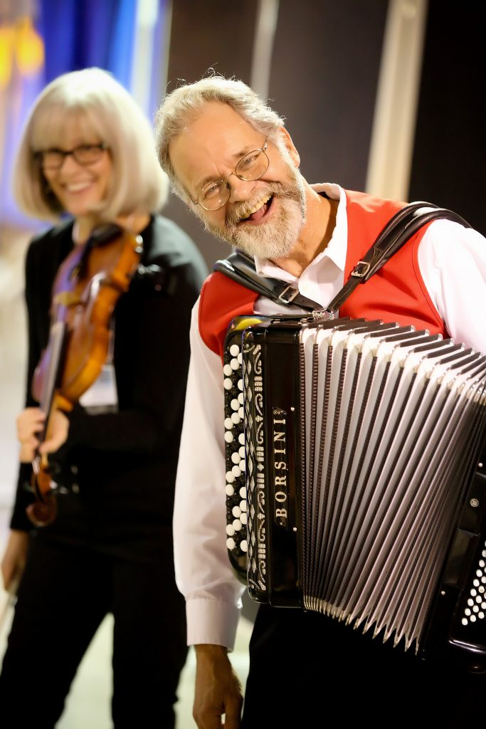 Accordion and violin player at Norsk Høstfest