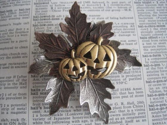 Jack O' Lantern Pin by BZStudio for Halloween