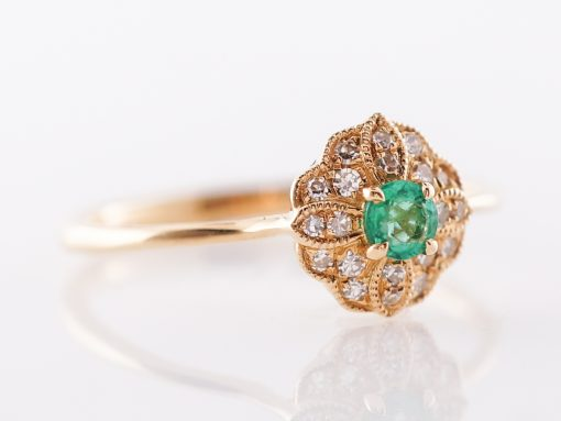 This ring contrasts a bright green emerald with yellow gold, perfect to add some vibrancy to your look.