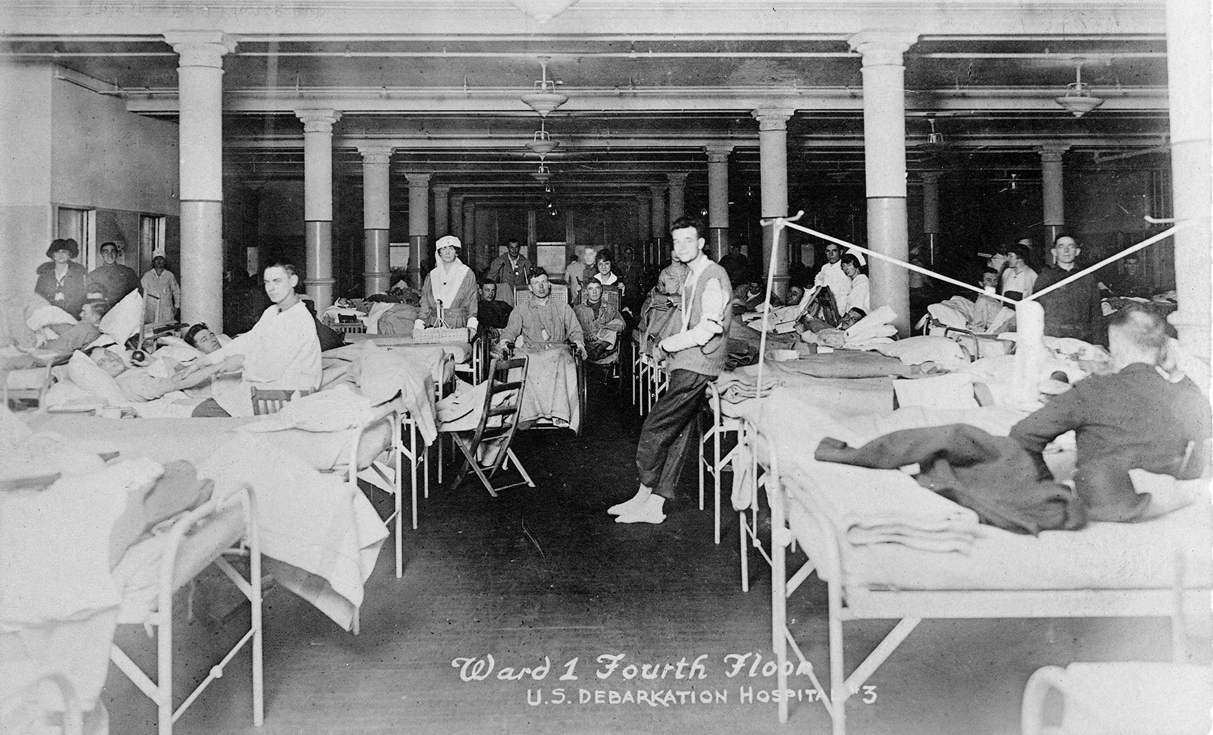 World War I soldiers in the hospital at Fort Snelling in 1918