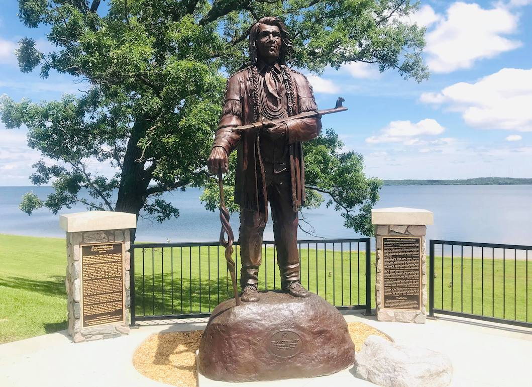Chief Bemidji (Shaynowishkung) statue in Library Park